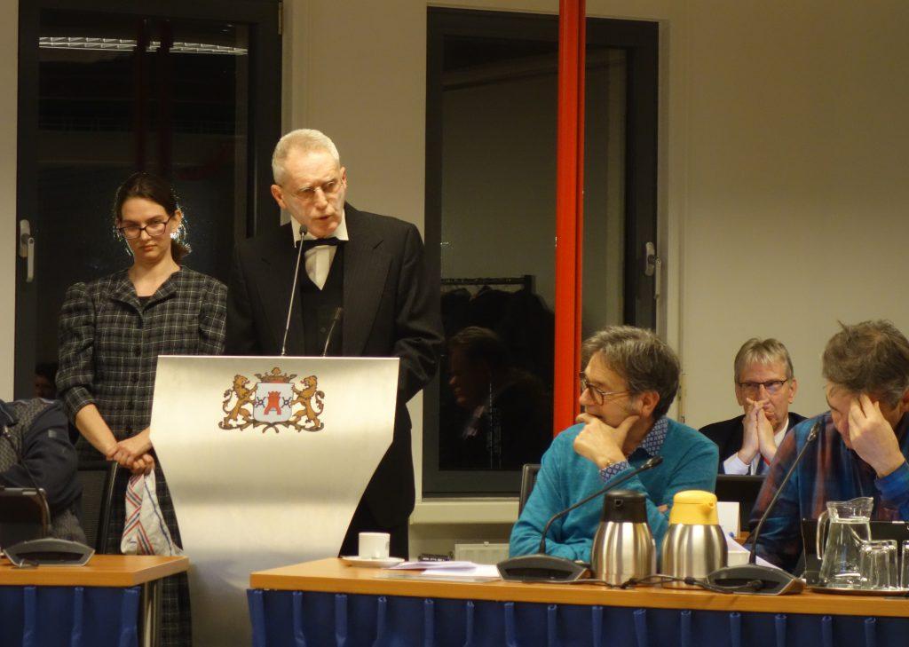 Mejuffrouw  Zeldenrust en de heer Zaliger houden in het Forum Samenleving van de  gemeenteraad een pleidooi voor Stichting Oud Montfoort.